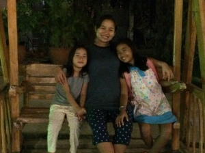 Me and my girls, after dinner. :)