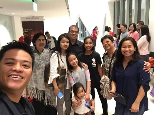 family at play_o